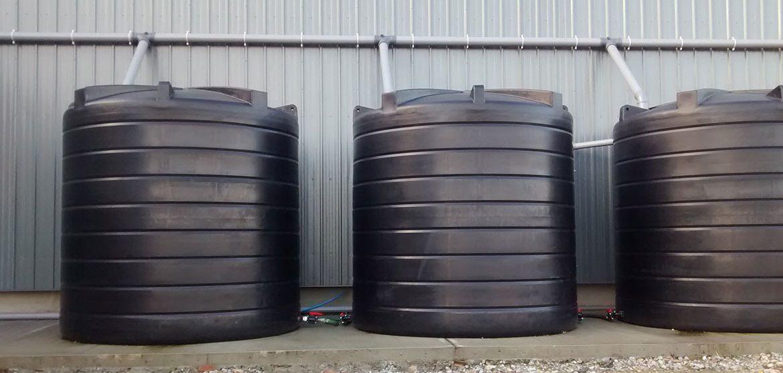 Correctly installing a polyethylene vertical water storage tank