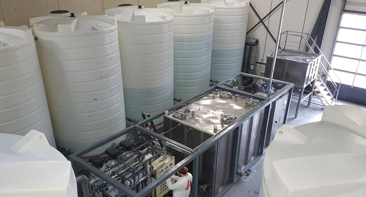 Enduramaxx Why Plastic Water Tanks Won't Work For Chemical Storage